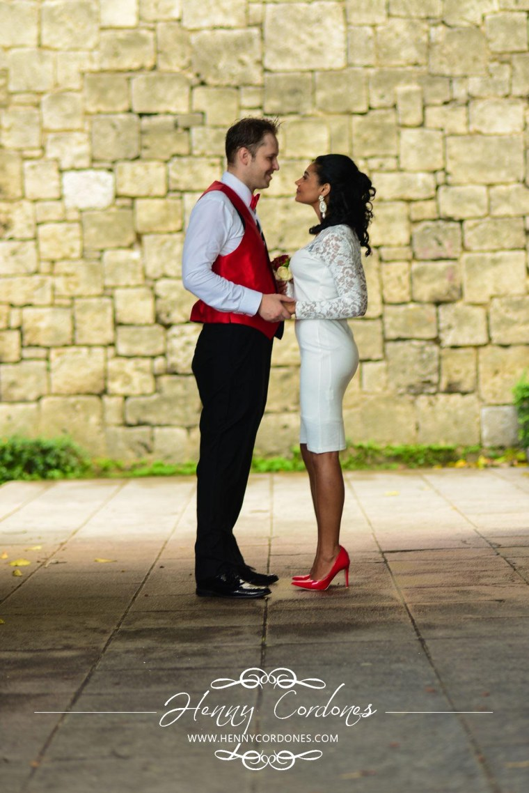 fotografo-para-bodas-fotografo-santo-domingo-republica-dominicana-sesion-de-fotos-boda-lugares-henny-cordones-preboda-zona-colonial-mejor-fotografo-fotografica-ideas-poses-vestidos-de-11
